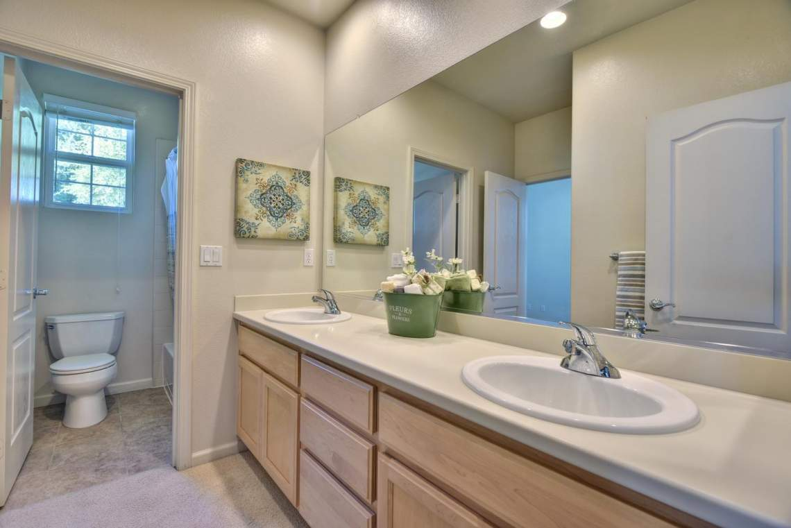 1121-Donahue-Dr-Pleasanton-CA-large-015-014-Bathroom-Shared-Between-1498x1000-72dpi