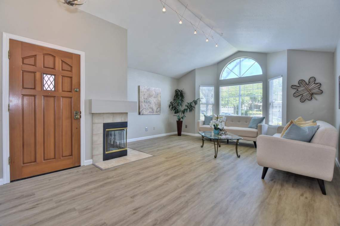 2910-Garden-Creek-Cir-large-003-12-Entry-View-to-Living-Room-Area-1500x1000-72dpi