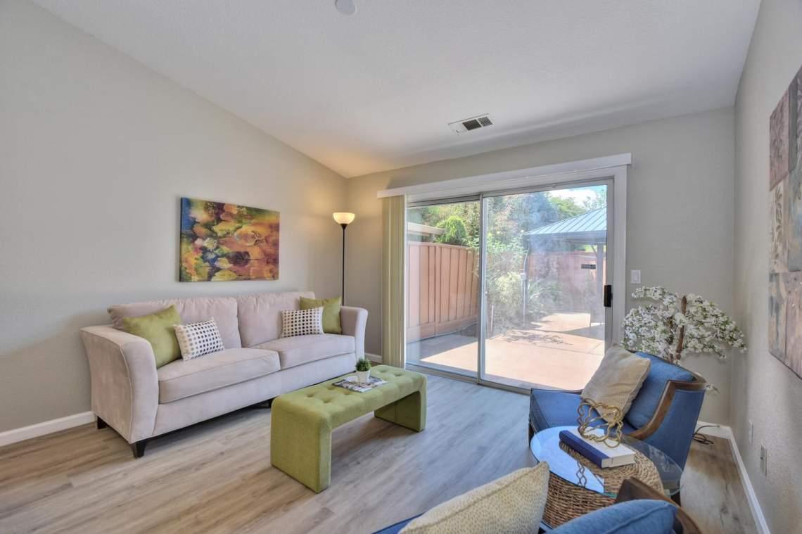 2910-Garden-Creek-Cir-large-006-6-Family-Room-1500x999-72dpi