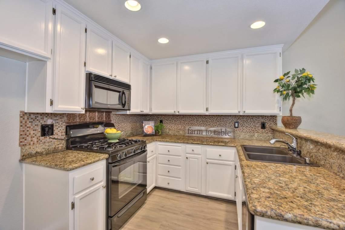 2910-Garden-Creek-Cir-large-009-4-Kitchen-1499x1000-72dpi