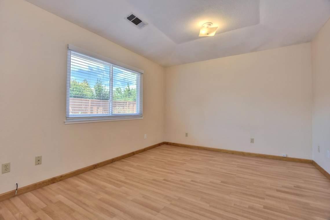2910-Garden-Creek-Cir-large-010-9-Master-Bedroom-1499x1000-72dpi