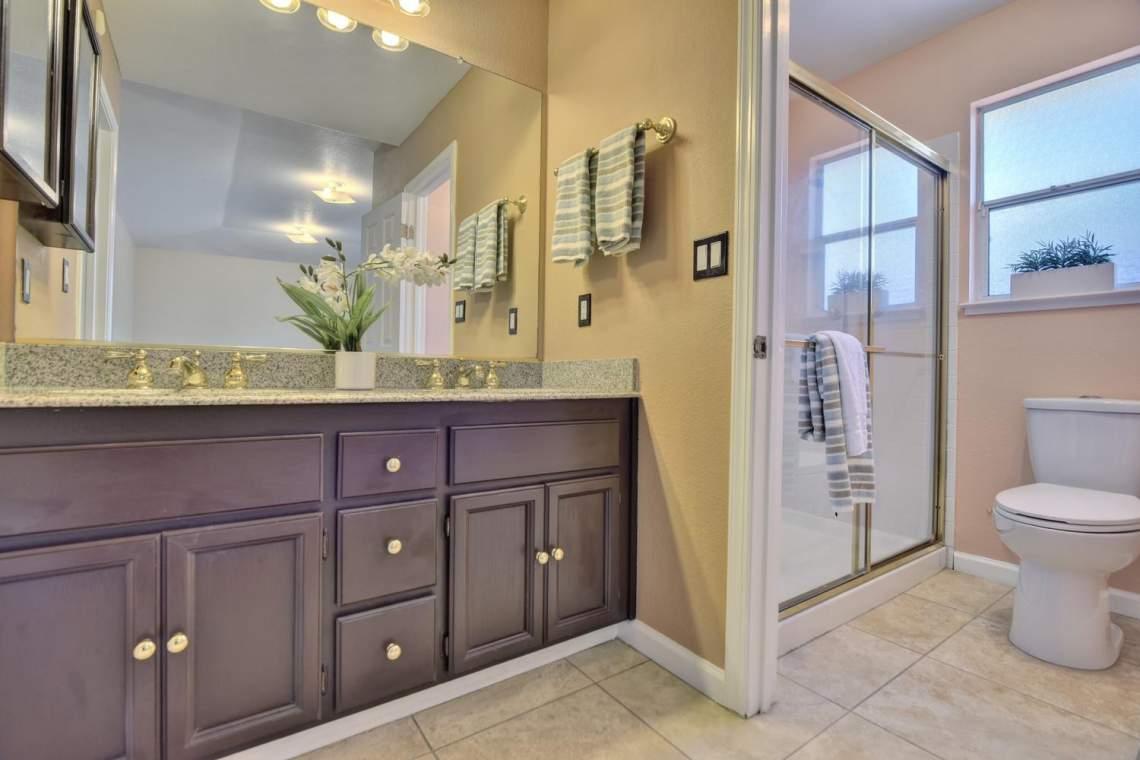 2910-Garden-Creek-Cir-large-011-10-Master-Bathroom-1500x1000-72dpi