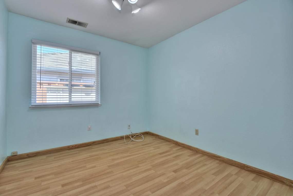 2910-Garden-Creek-Cir-large-013-3-Bedroom-Three-1499x1000-72dpi