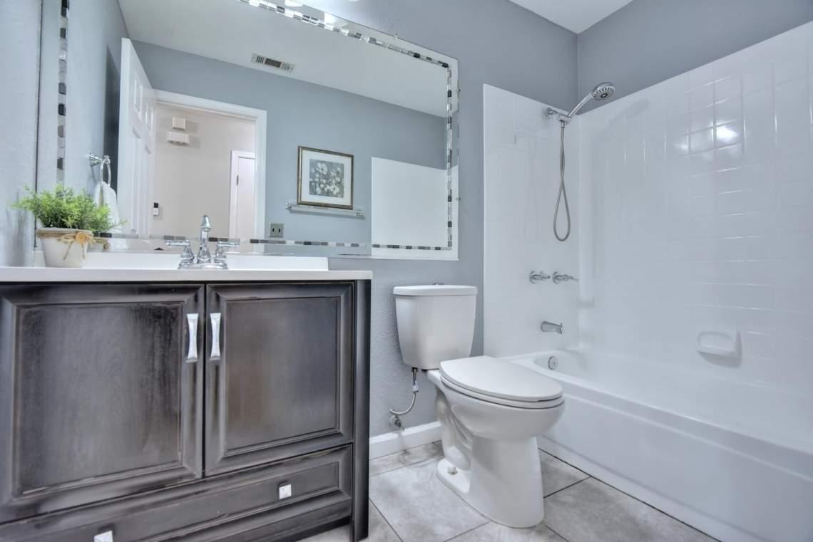 2910-Garden-Creek-Cir-large-014-18-Bathroom-Two-1500x1000-72dpi