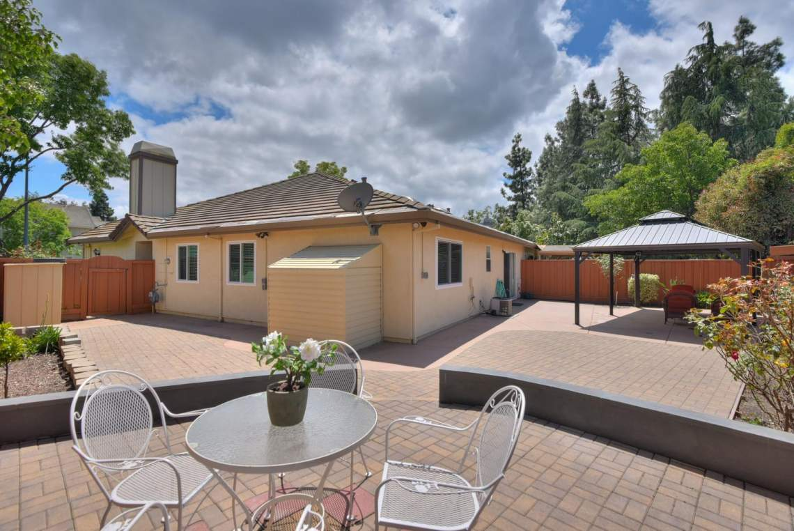 2910-Garden-Creek-Cir-large-018-15-Second-Patio-View-to-Back-of-1497x1000-72dpi