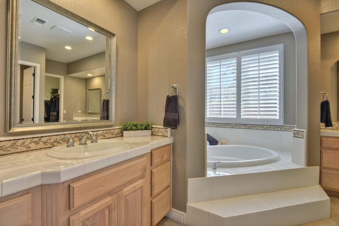 1459-Irongate-Ct-Pleasanton-CA-large-021-020-Master-Bathroom-1499x1000-72dpi
