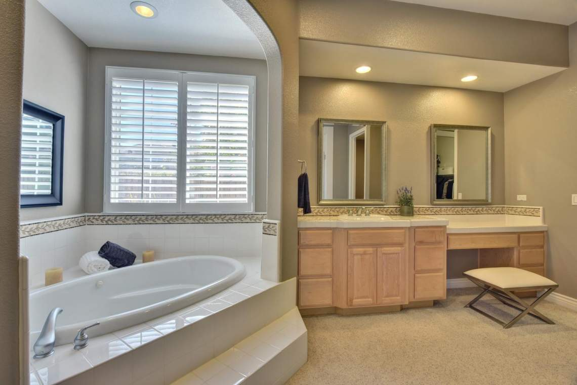 1459-Irongate-Ct-Pleasanton-CA-large-022-022-Master-Bathroom-View-1498x1000-72dpi
