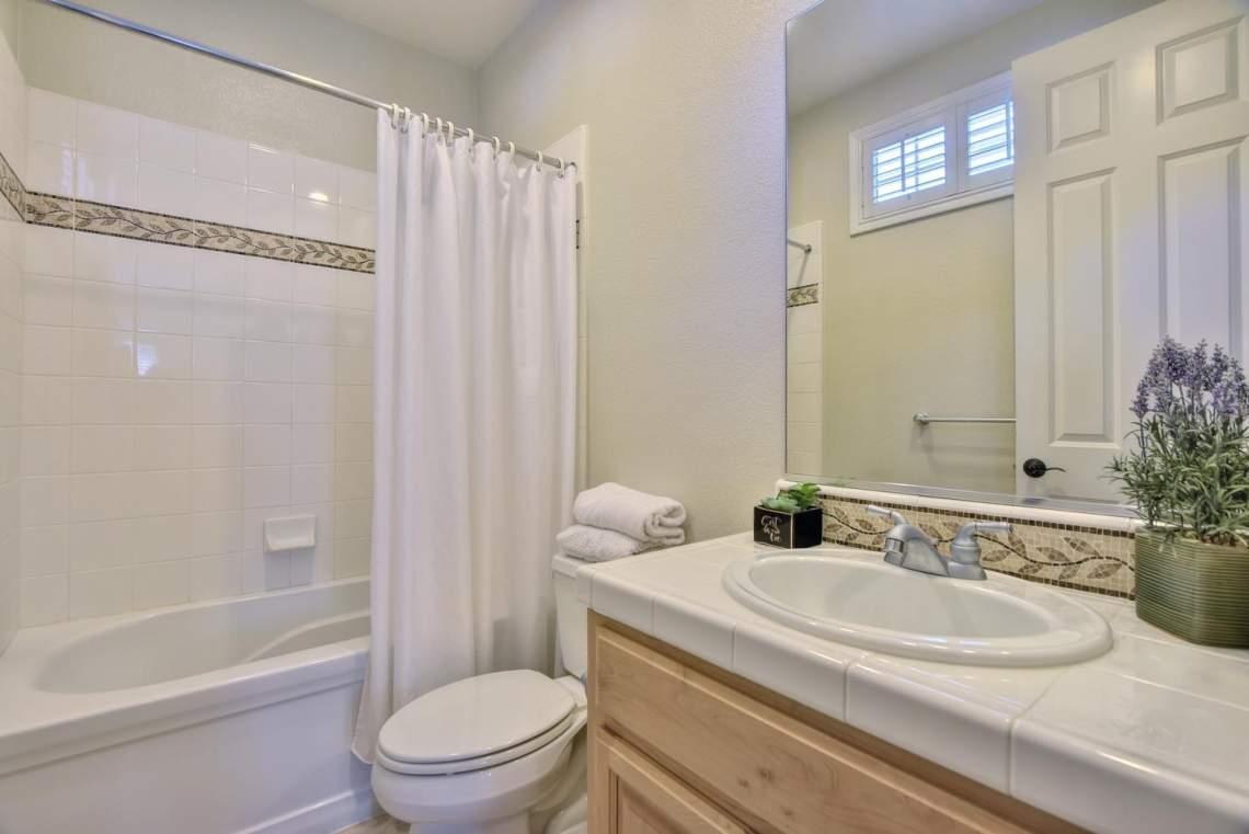 1459-Irongate-Ct-Pleasanton-CA-large-026-028-Bathroom-Two-1499x1000-72dpi