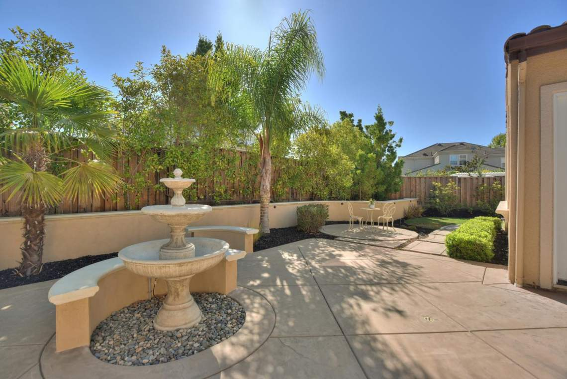 1459-Irongate-Ct-Pleasanton-CA-large-033-031-Water-Fountain-View-to-Side-1499x1000-72dpi