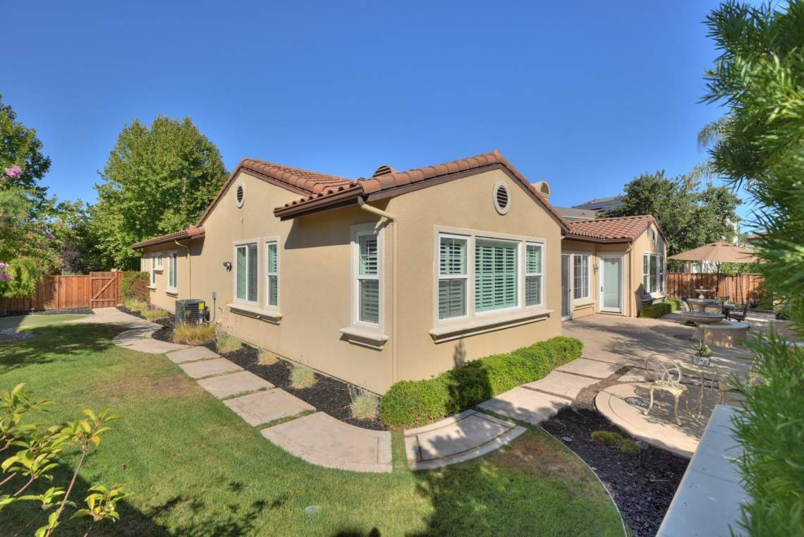 1459-Irongate-Ct-Pleasanton-CA-large-034-036-Side-Yard-to-Back-of-House-1500x1000-72dpi