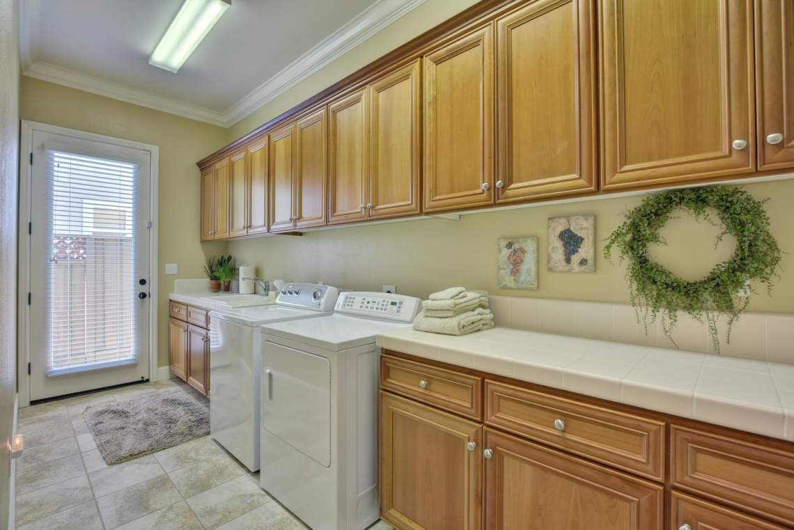 1059-Laguna-Creek-Ln-large-018-027-Laundry-Room-1500x1000-72dpi