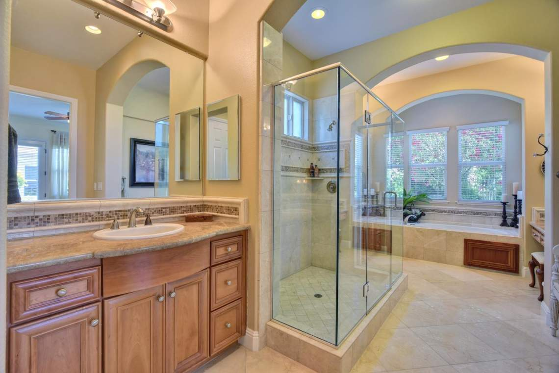 1059-Laguna-Creek-Ln-large-021-019-Master-Bathroom-1499x1000-72dpi