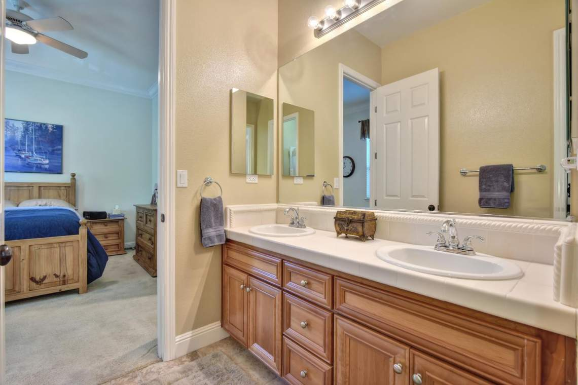 1059-Laguna-Creek-Ln-large-027-038-Shared-Bathroom-Between-1500x1000-72dpi