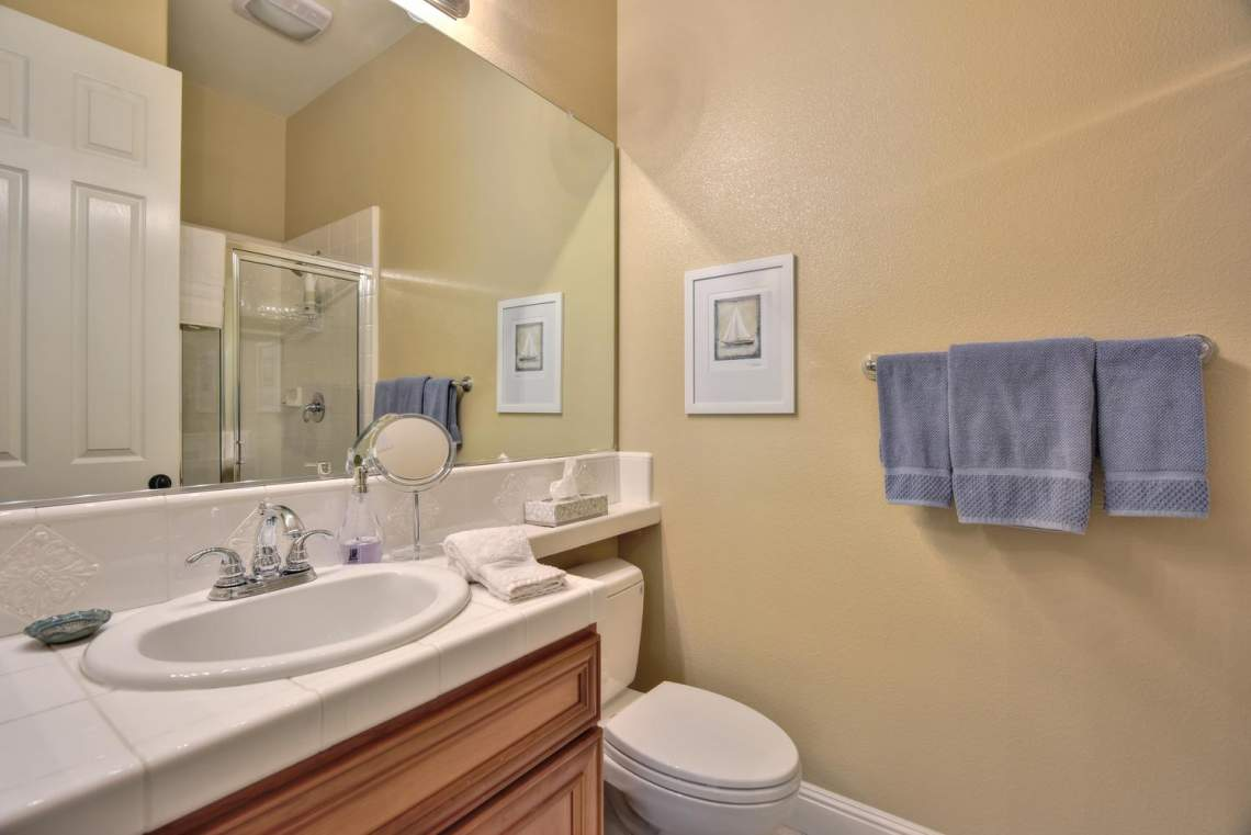 1059-Laguna-Creek-Ln-large-030-034-Bathroom-Three-1499x1000-72dpi