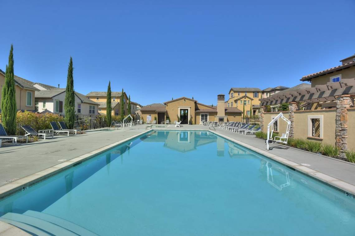 4488-Mazzoni-Terrace-Dublin-CA-large-025-Community-Swimming-Pool-1498x1000-72dpi