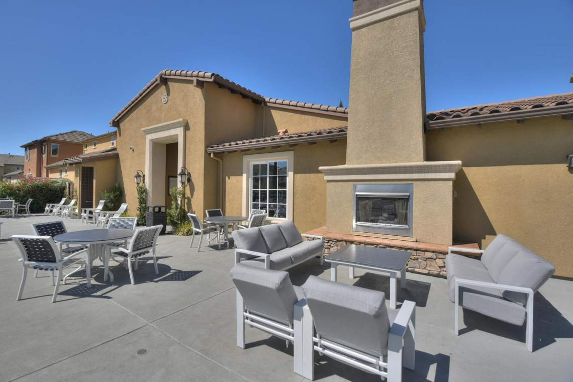 4488-Mazzoni-Terrace-Dublin-CA-large-027-Community-Outdoor-Sitting-1500x1000-72dpi