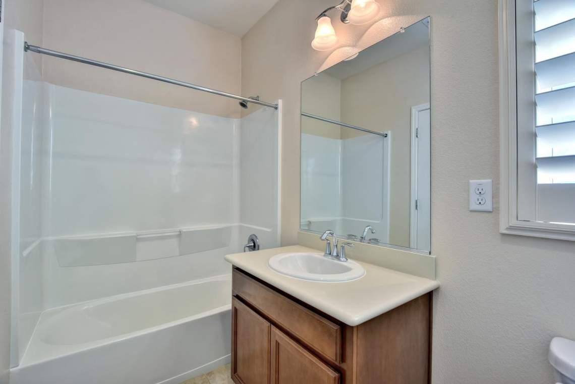4500-Mazzoni-Terrace-Dublin-CA-large-012-017-Bathroom-Two-1498x1000-72dpi