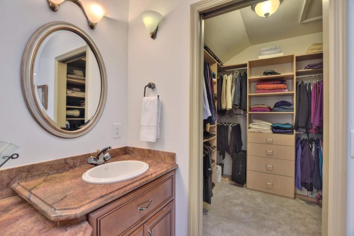 8481-Rhoda-Ave-Dublin-CA-94568-large-031-26-Master-Bathroom-View-to-Closet-1499x1000-72dpi