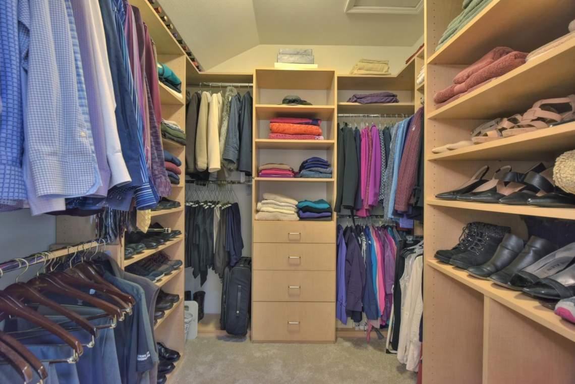 8481-Rhoda-Ave-Dublin-CA-94568-large-032-44-Walkin-Closet-in-Master-1499x1000-72dpi