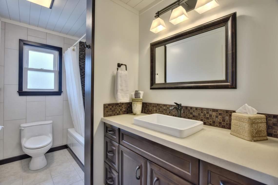 8481-Rhoda-Ave-Dublin-CA-94568-large-038-25-Bathroom-Two-1499x1000-72dpi