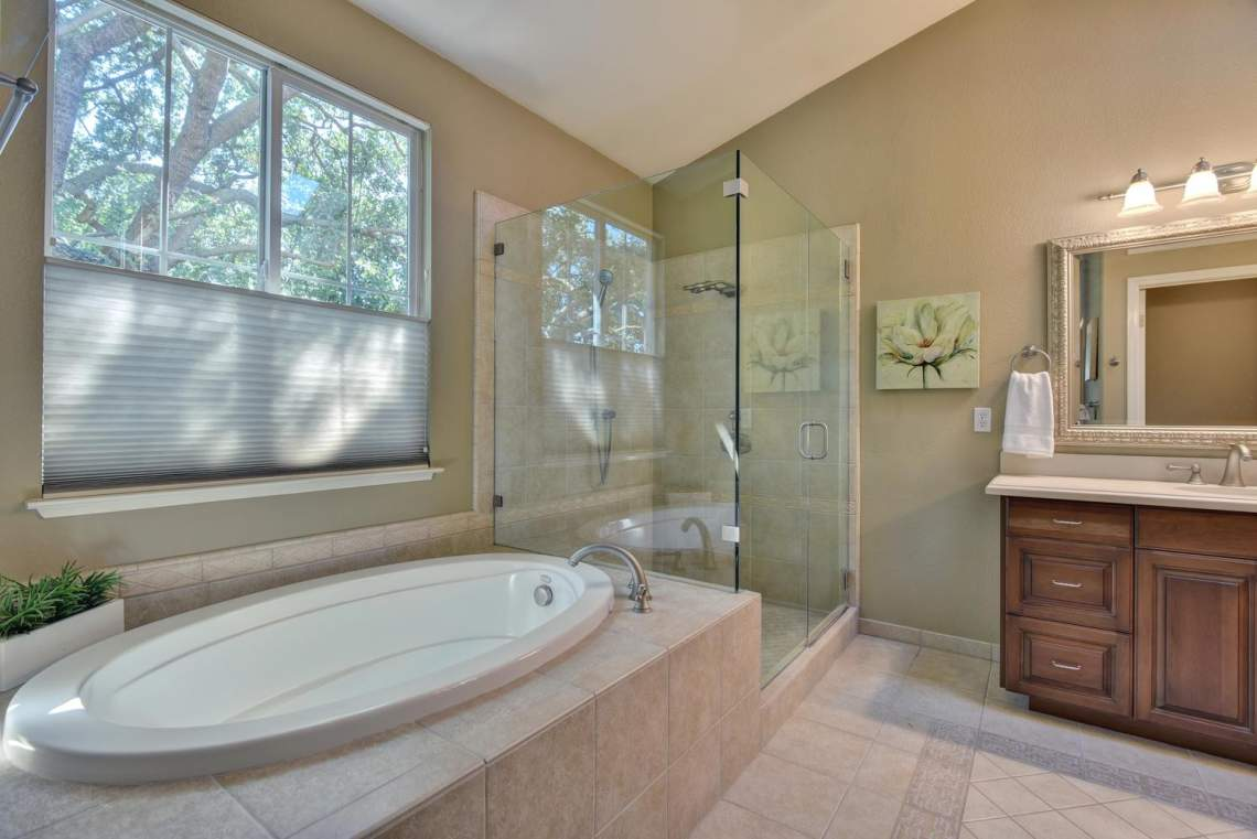 708-St-John-Cir-Pleasanton-CA-large-020-025-Master-Bathroom-Bathtub-and-1499x1000-72dpi