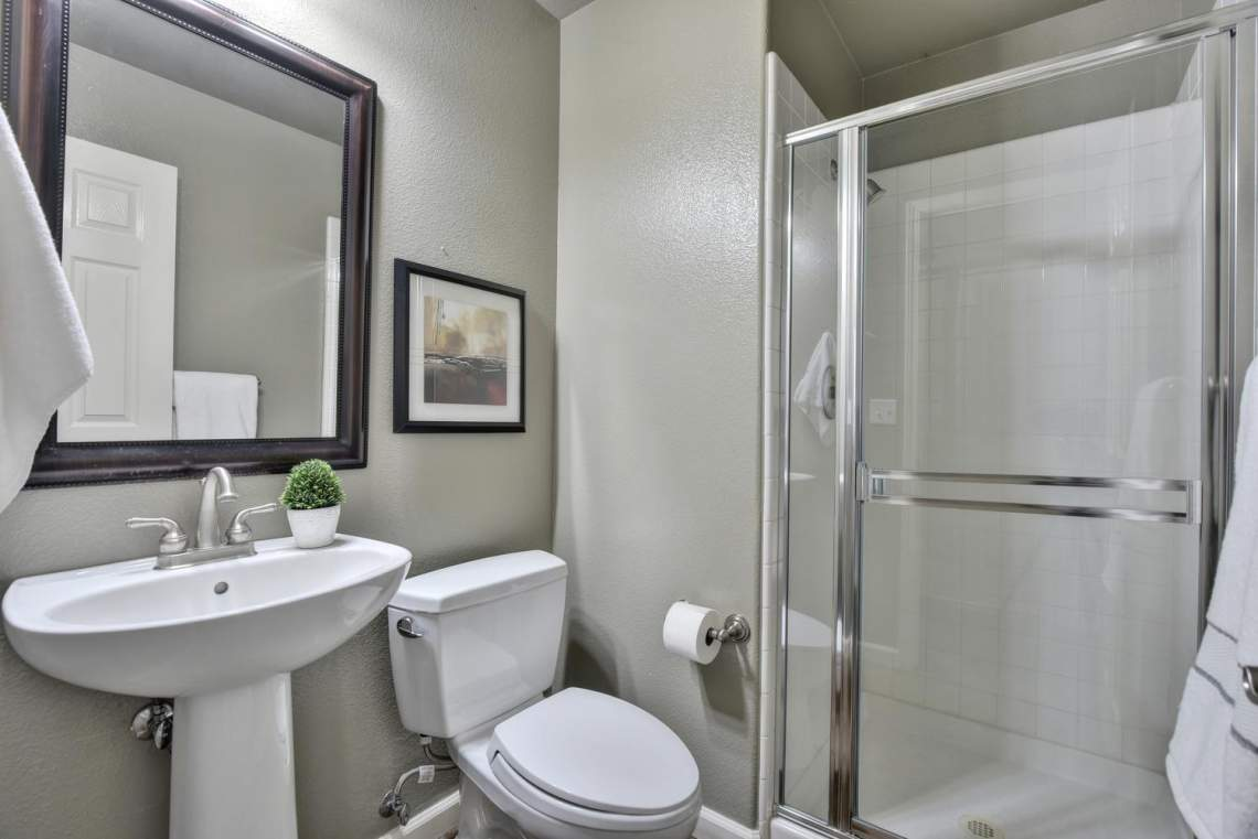 708-St-John-Cir-Pleasanton-CA-large-025-019-Bathroom-Three-1499x1000-72dpi